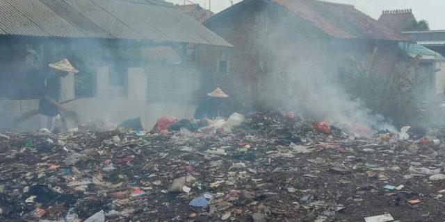 Sampah Menggunung, Warga Kampung Pilar ; Pemda Bekasi Jangan Menutup Mata.